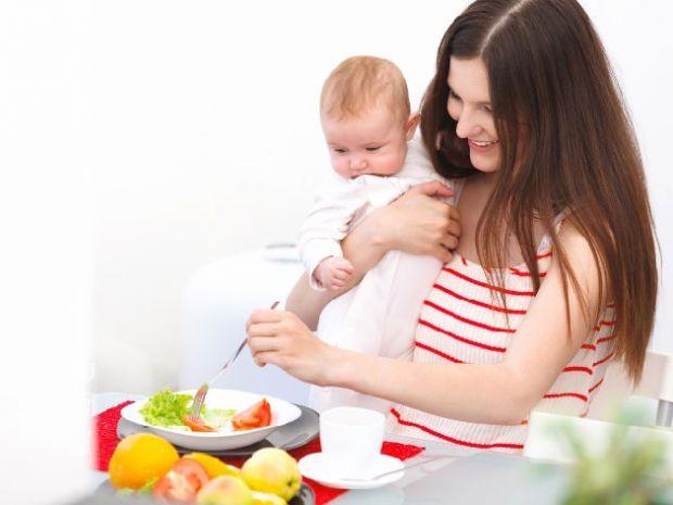 Споживання достатньої кількості різноманітної їжі забезпечить грудне молоко необхідними поживними речовинами.Важливо, щоб мамі новонародженого вистача