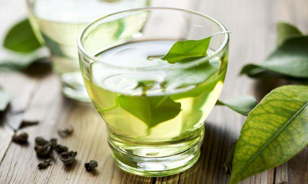 Напої, якщо їх вживати достатньо, впливають на процес схуднення. Позбутися надлишкової ваги допоможуть наступні.