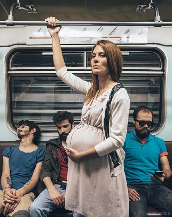Доволі часто зустрічаємо, коли людям похилого віку, маленьким дітям і вагітним жінкам не поступаються місцем в транспорті. Особливо чоловіки відверто