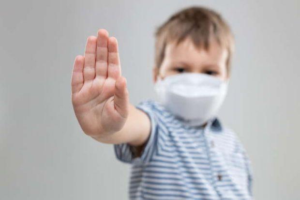 Що робити, якщо малюк відмовляється надягати маску? Повідомляє сайт Наша мама.