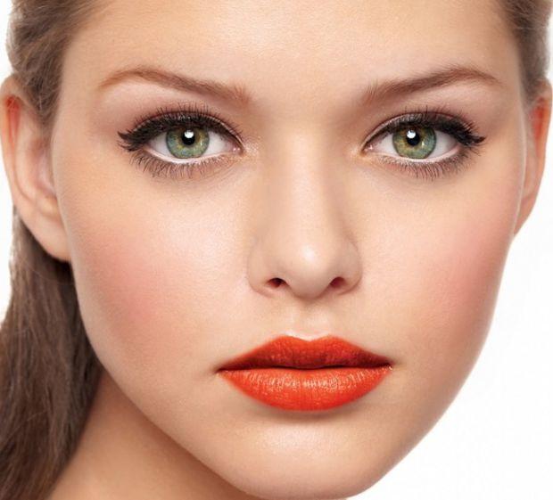Найкращий макіяж для зелених очейЗелені очі є ідеальним полотном для експериментів з макіяжем. В залежності від відтінку очей макіяж може бути різнома