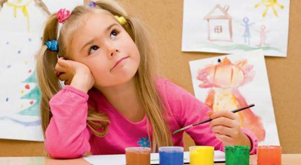 Дуже часто батьки починають вкладати в дитину знання з найменшого віку. Діти змушені днями безперервно зубрити геть усе. Чи так це необхідно, щоб вихо