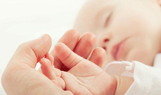 Мешканка Великобританії змогла народити здорову дитину на Новий рік після восьми невдалих вагітностей, пише Mirror.