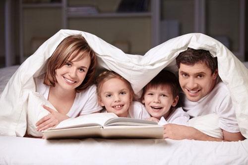 Коли в сім'ї одна дитина - світ крутиться навколо неї, а коли з'являється двоє - починається проблема: ревнощі, бажання бути кращим і небажання ділити