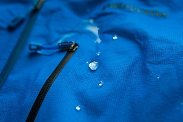 Про те, що догляд за мембранним одягом відрізняється від стандартного, знають багато, але давайте розберемося конкретніше. Основне питання - як прати