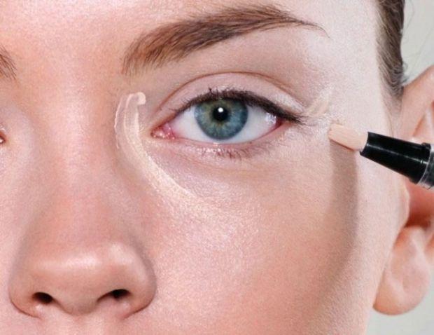 Консилер допоможе вам приховати недоліки шкіри під очима та інші проблемні ділянки обличчя.