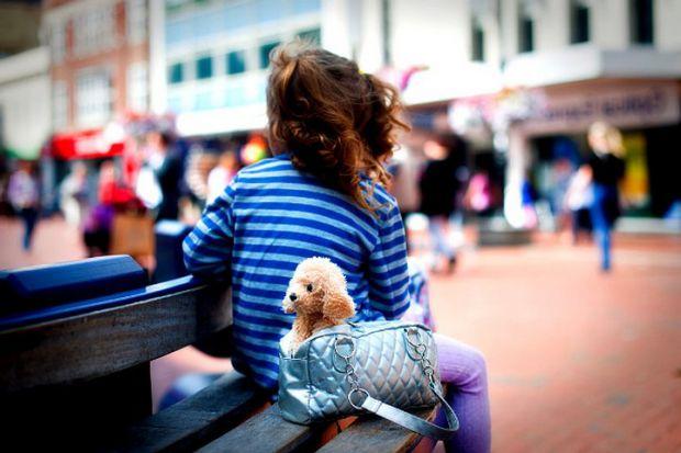 Батькам варто розповісти дітям, як себе поводити в громадських місцях. Особливо, може виникнути така ситуація, якщо дитя загубиться, і якщо ви знаєте,