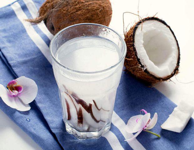 Чим корисна кокосова вода - читайте далі.