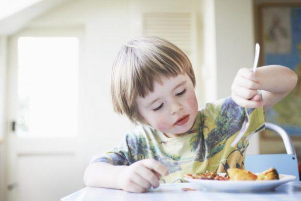 Сіль і спеції необхідні для того, щоб відтіняти смак звичайних продуктів і готових страв. Але надто раннє їх вживання може призвести до деяких неприєм