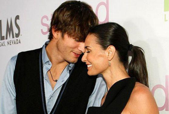 Зараз дуже часто можна зустріти пари, в яких жінка набагато старша за чоловіка. Такі є і серед зірок. Психологи пояснили, чому так відбувається.