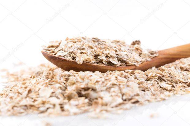 У матеріали йдеться про користь пластівців з цільного зерна.