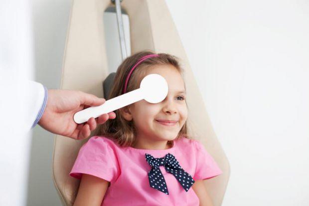 Лікарі кажуть, що часте кліпання очима у ранньому віці - норма і не варто через це хвилюватись, бо воно проходить саме. Тоді як знати, що не є нормою