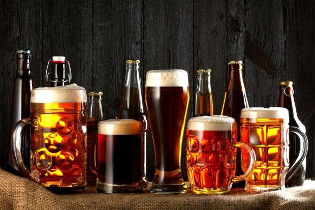 Нещодавно італійські вчені заявили, що для підвищення якості сперми чоловікам варто випивати кілька пляшок пива або одну пляшку вина.