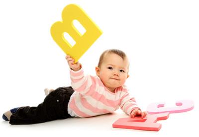 Дослідники переконують, що наші діти впізнають предмети на картинках з 9 місяців.