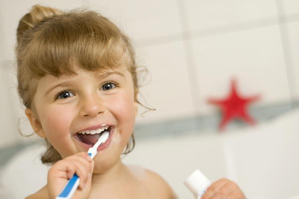 Починати догляд ротової порожнини варто ще до прорізування перших зубів. Саме вони сприяють формуванню в дитини правильного прикусу, розвитку вимови і