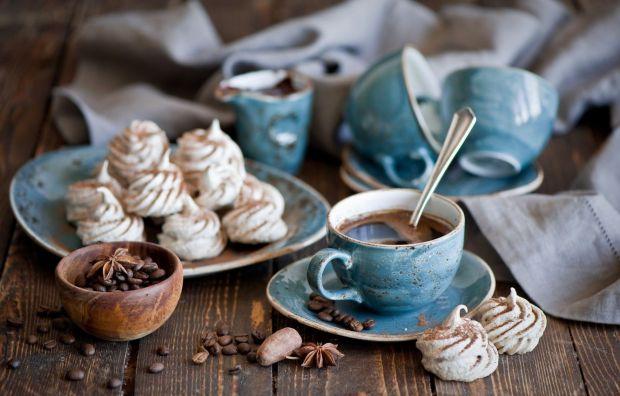 Ознаками того, що організм відчуває передозування кофеїну, можуть бути підвищене занепокоєння і тривожний сон, проблеми з травленням, втома, прискорен