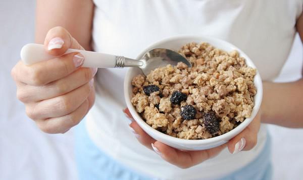 Левова частка продуктів, якими снідають більшість жителів нашої країни та надіються, що споживають корисну їжу, насправді такими не являються. Насправ