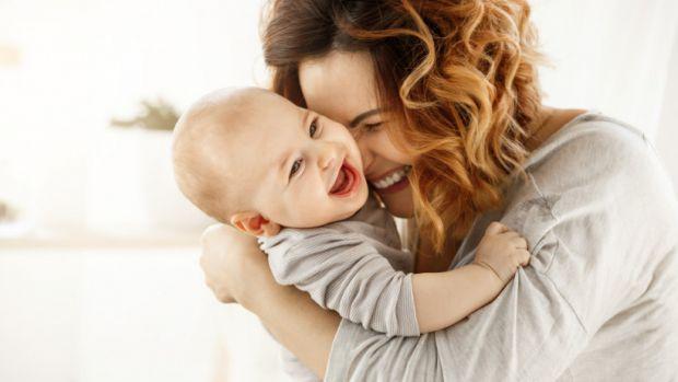 Науковці розповіли, що дитина успадковує розумові здібності від матері.