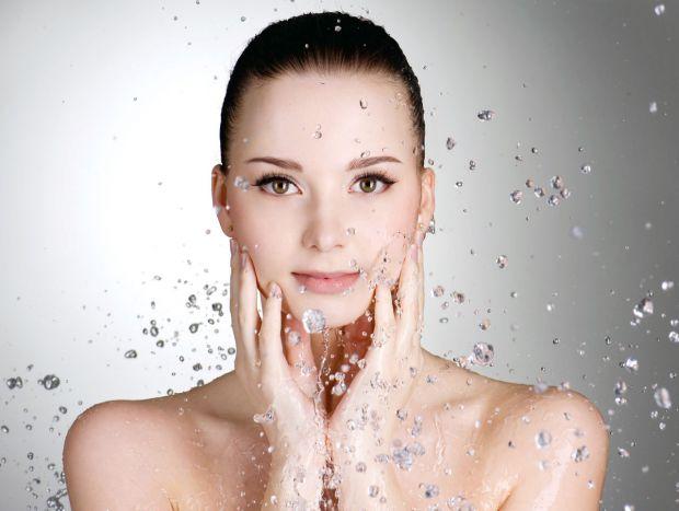 Вправи для підтяжки шкіри обличчя - неймовірно приємна альтернатива операції, покликаної врятувати нашу красу \від обвисання старіючої шкіри. Комплекс