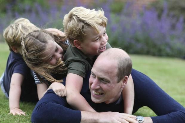Малюки підросли: Кейт Міддлтон показала своїх трьох дітей