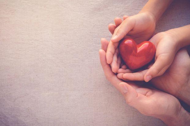 Всі ми чули про те, що любов лікує. Але вчені вирішили перевірити, чи так це насправді. Вони провели багато досліджень і виявилося, що ніжні почуття д