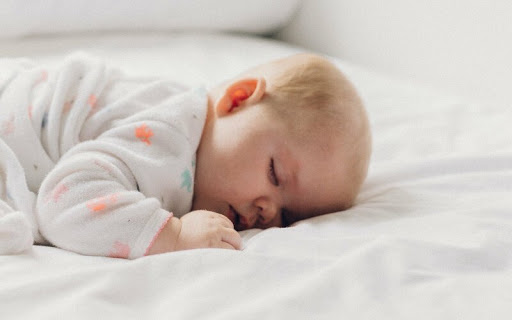 Багато батьків стикалися з проблемою відходу дитини на денний сон. Одні зазначають, що дитинa починає капризувати, як тільки розуміє, що її мaма чи тa
