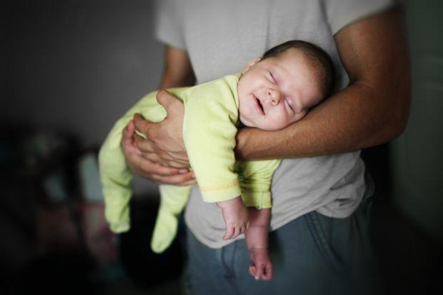 Нове дослідження прийшло до висновку, що післяпологова депресія може бути не лише у матусь, повідомляє сайт Наша мама.
