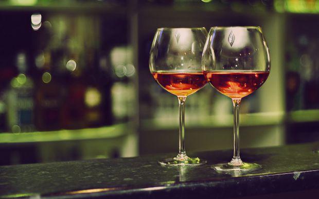 Алкоголь здатний стимулювати творчі здібності, але він негативно позначається на нашій пам'яті. Так які ж позитивні сторони у прийомі алкогольних напо