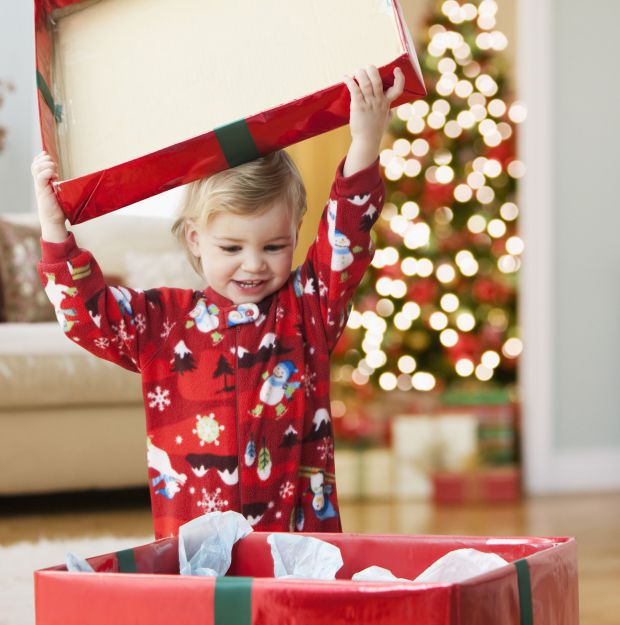 0415_kid-happily-open-the-christmas-gift.jpg (58.76 Kb)