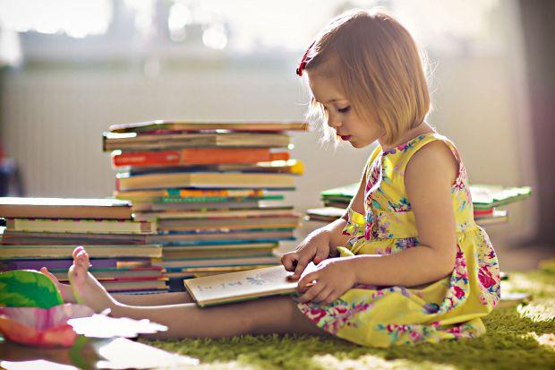 Академіки з Великобританії провели дослідження, яке показало, що діти, які рано почали читати, їх чекає велике і світле - перспективне майбутнє.