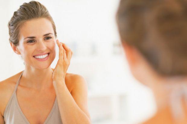 Как увлажнять кожу лица во время беременности? Этим вопросом интересуются многие будущие мамы. Во время беременности кожа меняется - она может стать с