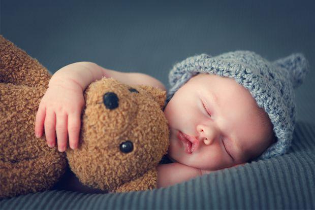 Спокійний сон немовляти - це мрія кожної мами. Нестабільний сон немовляти доставляє мамі багато проблем. Однак його можна налагодити вже до 4 місяців.