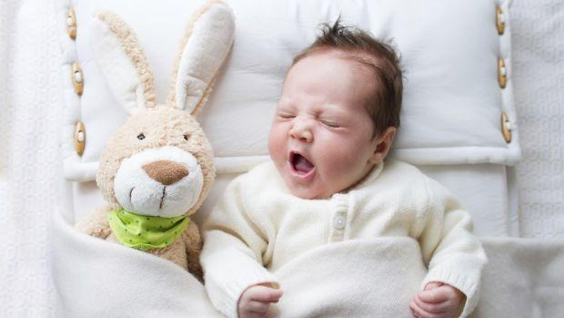 Іноді новоспеченій мамі не вистачає сил ні на що, але співати колискову - це заспокійливе і для малюка, і для мами.