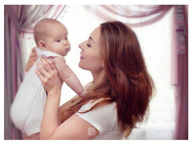 Щодня малюк росте, спостерігає, вивчає, запам'ятовує...Дитина пізнає цей світ і питання про те, як вона в ньому з'явилася, стає для неї не менш важлив