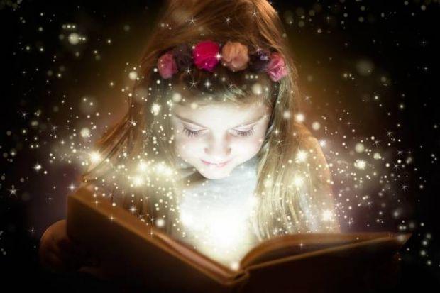 Джанні Родарі - відомий дитячий письменник, який вчить дітей фантазувати і придумувати казкові історії в ігровій формі. Також автор дає поради батькам