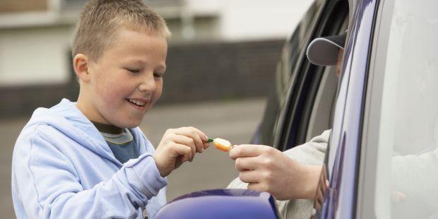 Дитина, чим стає старшою, тим більше небезпек її оточує, тому розкажіть дитині елементарні правила безпеки.