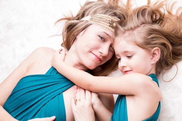 Перші місячні для кожної дівчини - хвилююча і радісна подія. Психологічні особливості (емоції, реакції, поведінка) кожної людини індивідуальні. Тому с