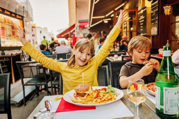 Психологи з Великобританії запропонували новий спосіб, за допомогою якого батьки зможуть захистити дітей-підлітків від ожиріння. Детальніше читайте у