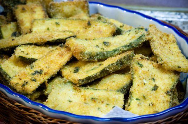 Приготуй хрусткі чіпси з кабачків. А на 100 г всього 50 калорій! Повідомляє сайт Наша мама.