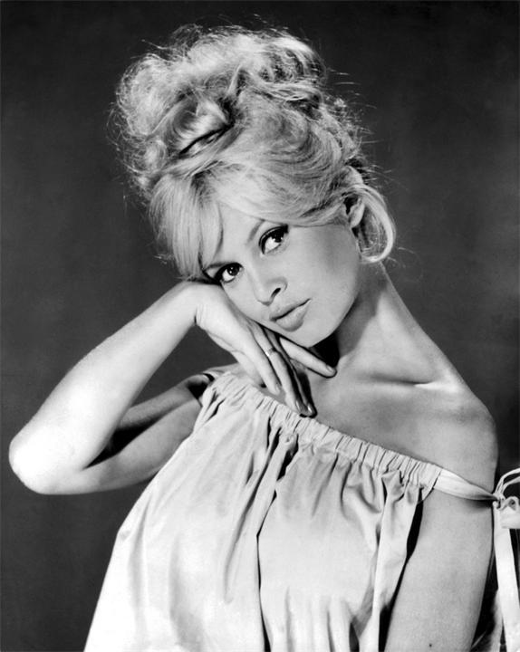 Французькі жінки доволі симпатичні і вони поділилися своїми секретами краси.