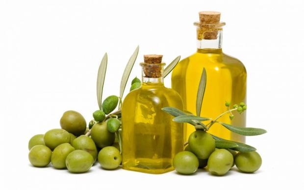 Оливкова олія - смачна та корисна альтернатива соняшниковій, коли йдеться про приготування їжі. Однак, коли йдеться про косметичні рецепти - вона дійс