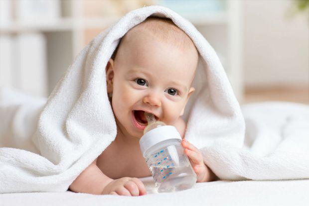Що давати дитині пити, коли вона просить - читайте далі.