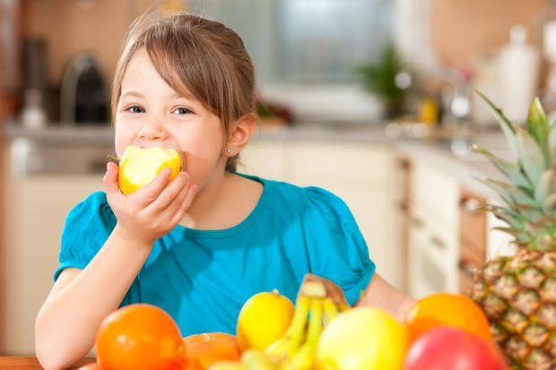 Батьки часто нехтують проблемою нестачі вітамінів у раціоні дитини, а потім пожинають сумні плоди. Насправді, на фото авітамінозу у дітей може розвива