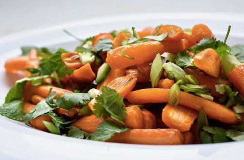 Смачний моркв'яний гарнір, який легко готується.