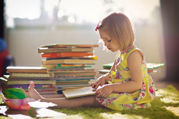 Батьки завжди замислюються, які книги обирати, щоби дітям вони були цікавими і корисними. Тепер знаємо відповідь! Результати нещодавнього дослідження