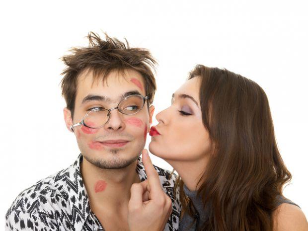 Дослідники з університету штату Флорида з'ясували фактори, які сприяють подружній зраді. Результати дослідження були опубліковані в журналі Journal of