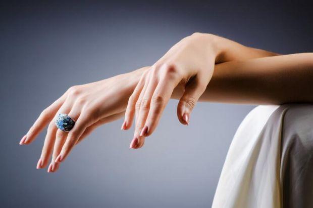 Мати міцні нігті мріє кожна представниця прекрасної половини людства, але не кожна знає як. Ми розповідаємо.