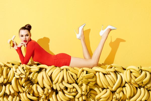 0681_91_anais-holding-banana-horiz-01-0022.jpg (237.83 Kb)