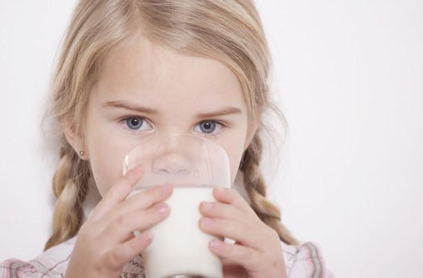 Фахівці вияснили, що кип'ячене молоко стає