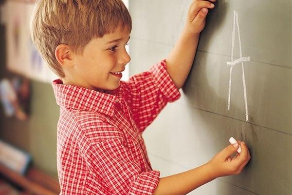 Алексіс Мартін, СШАКоефіцієнт інтелекту звичайної людини дорівнює 100 балів. IQ Альберта Енштейна і Стівена Хокінга - 160 балів. Такий же показник у т